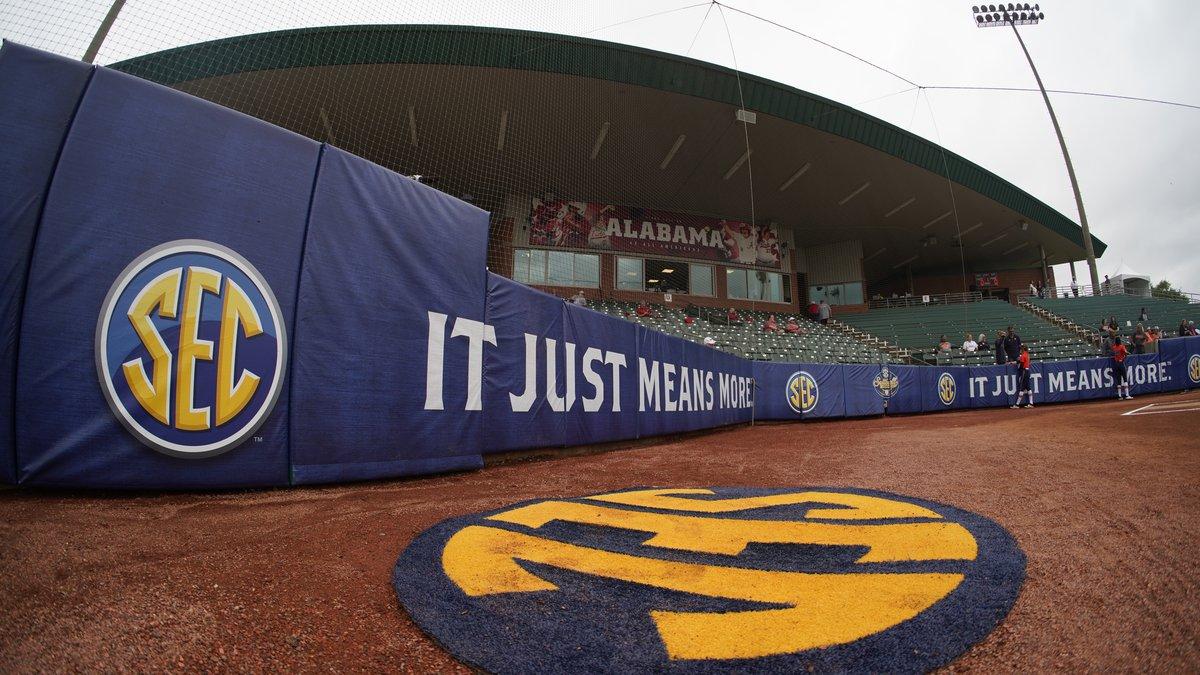 Alabama softball Photo by Austin Bigoney