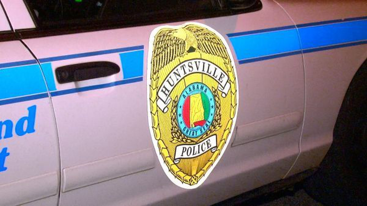 Huntsville police were on the scene of a single car wreck early Saturday morning.