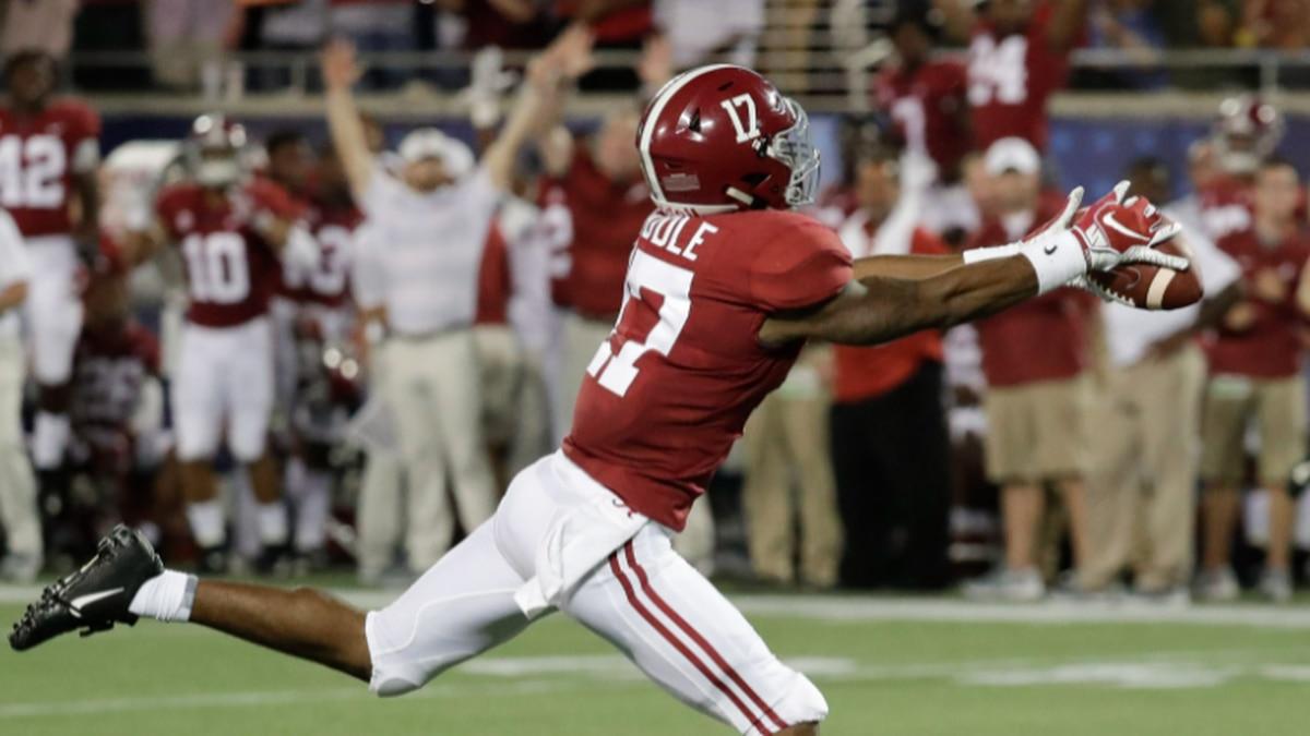 Alabama wide receiver Jaylen Waddle makes a fingertip catch for a 49-yard reception against...