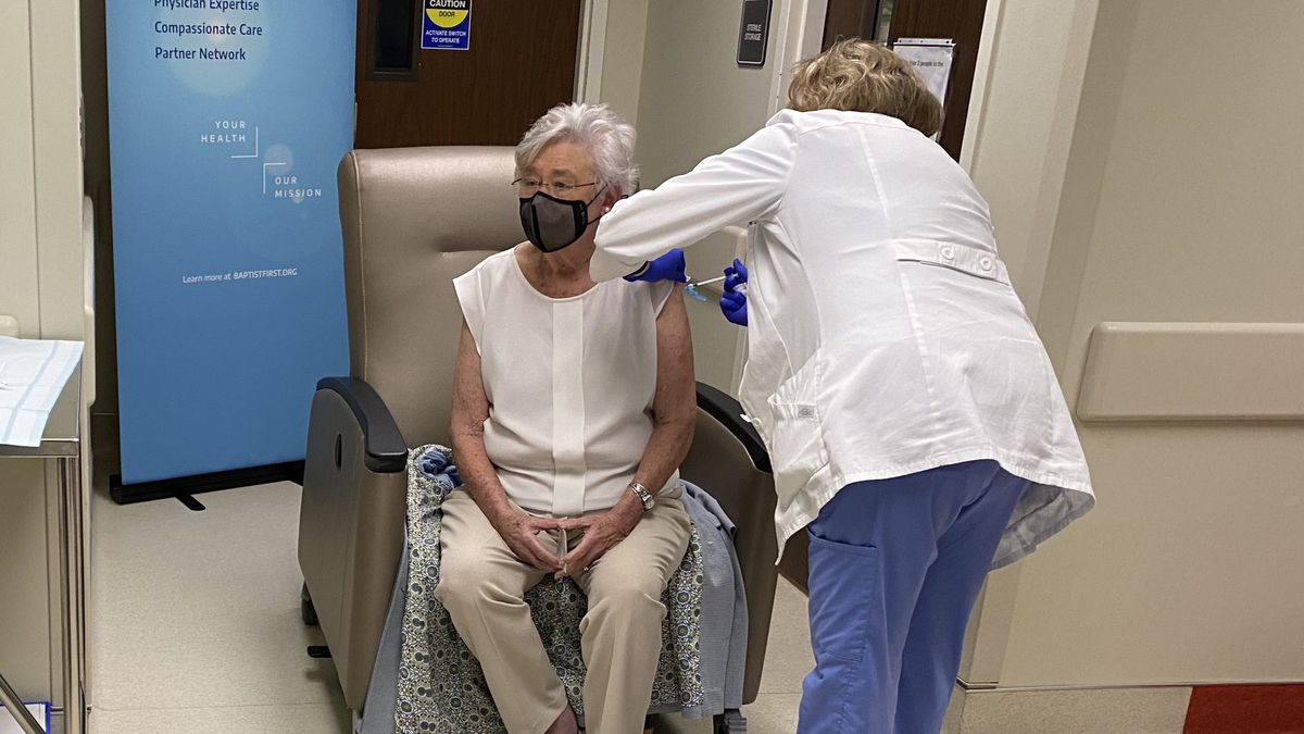 Gov. Ivey gets 2nd COVID-19 vaccine dose